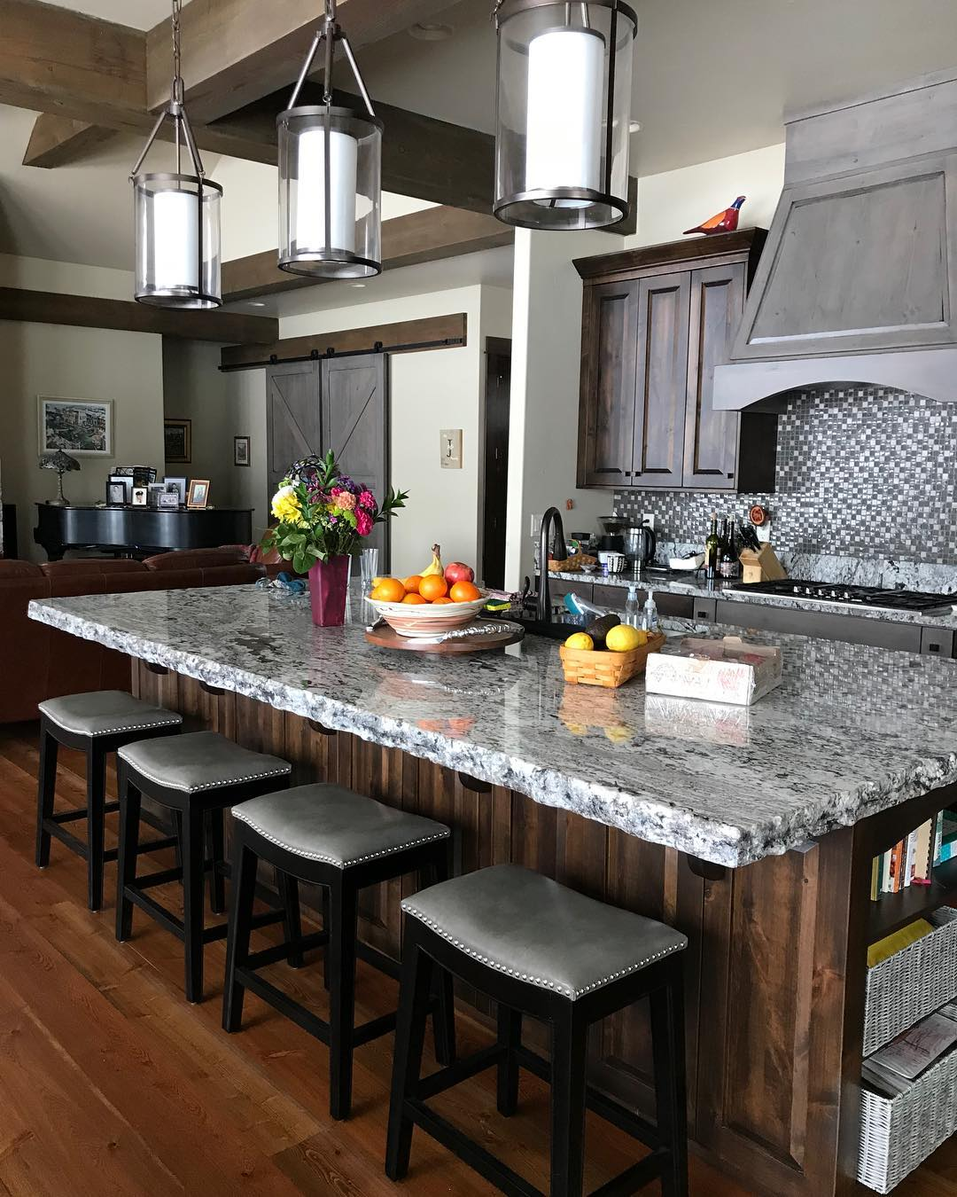 Love when clients send me photos of their completed (and fully decorated homes) it's the best feeling! whitefish custom home builder