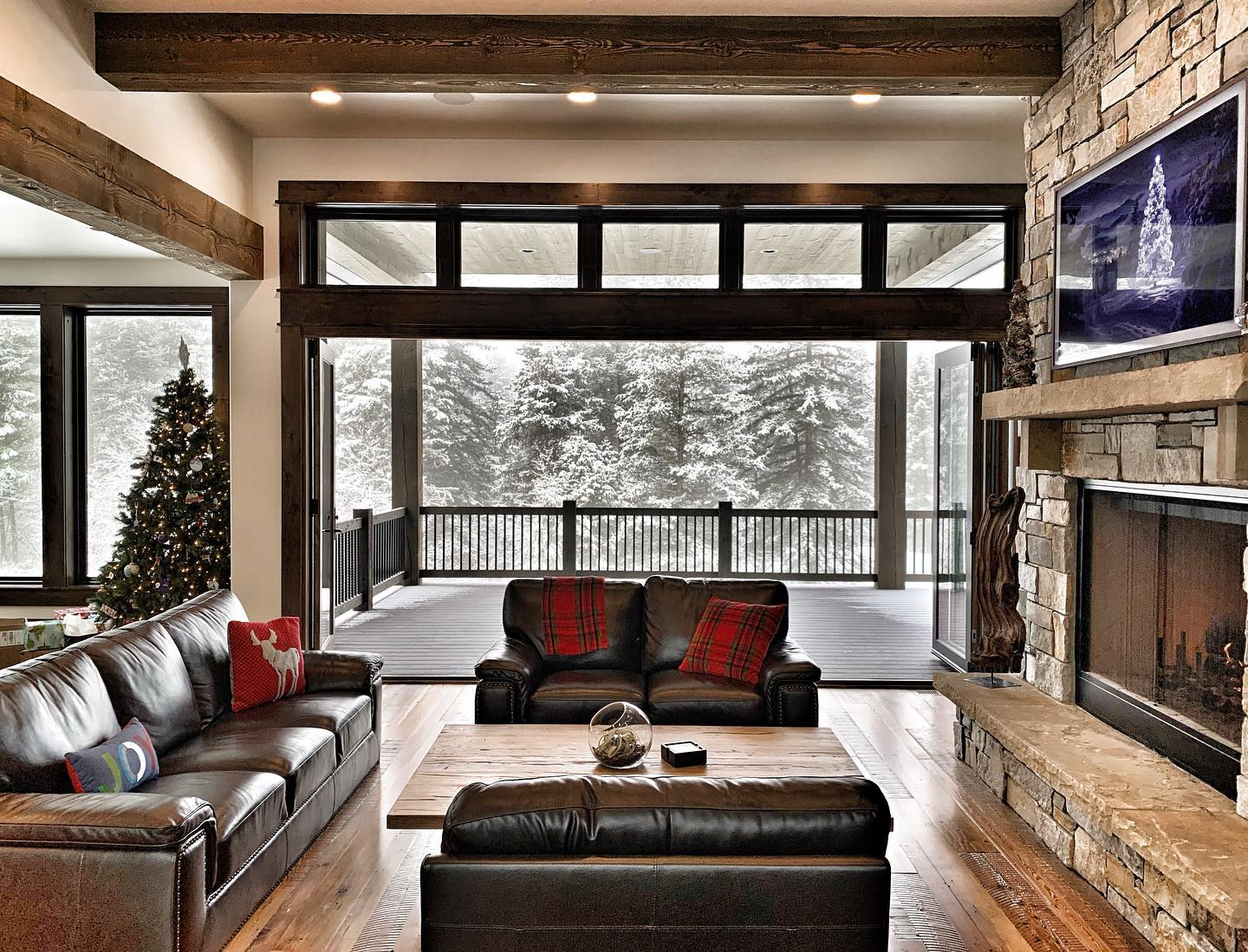 Mountain Living has nothing on this Old Montana home! Merry Christmas Eve! ️ whitefish custom home builder